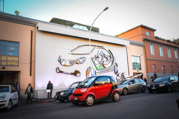 NO CURVES urban wall for Smart fourjoy
